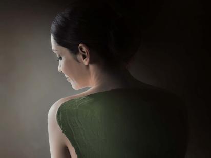enveloppement dos femme
