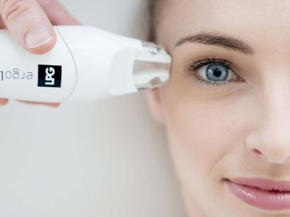 Femme durant un diagnostic visage lpg