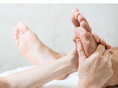 Massage réflexe des pieds