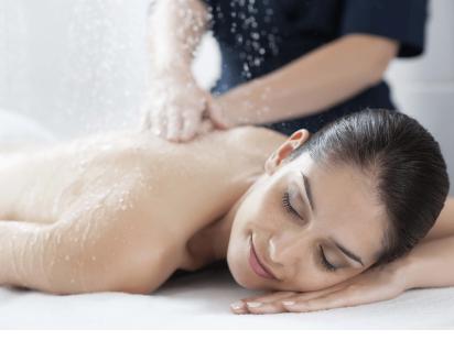 Massage sous pluie marine de la cure thalasso