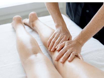 Massage zen arrière des jambes