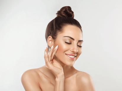 femme après un peeling superficiel spécial pores dilatés