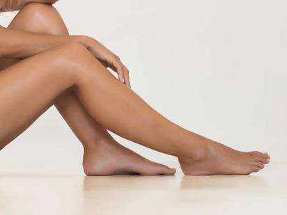 jambes d'une femme après soin phlébotones
