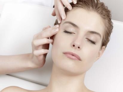 Soin 3 dimensions dermo-cosmétique sur le visage