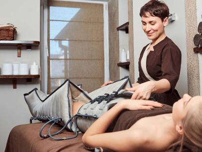 femme pendant un soin de pressotherapie